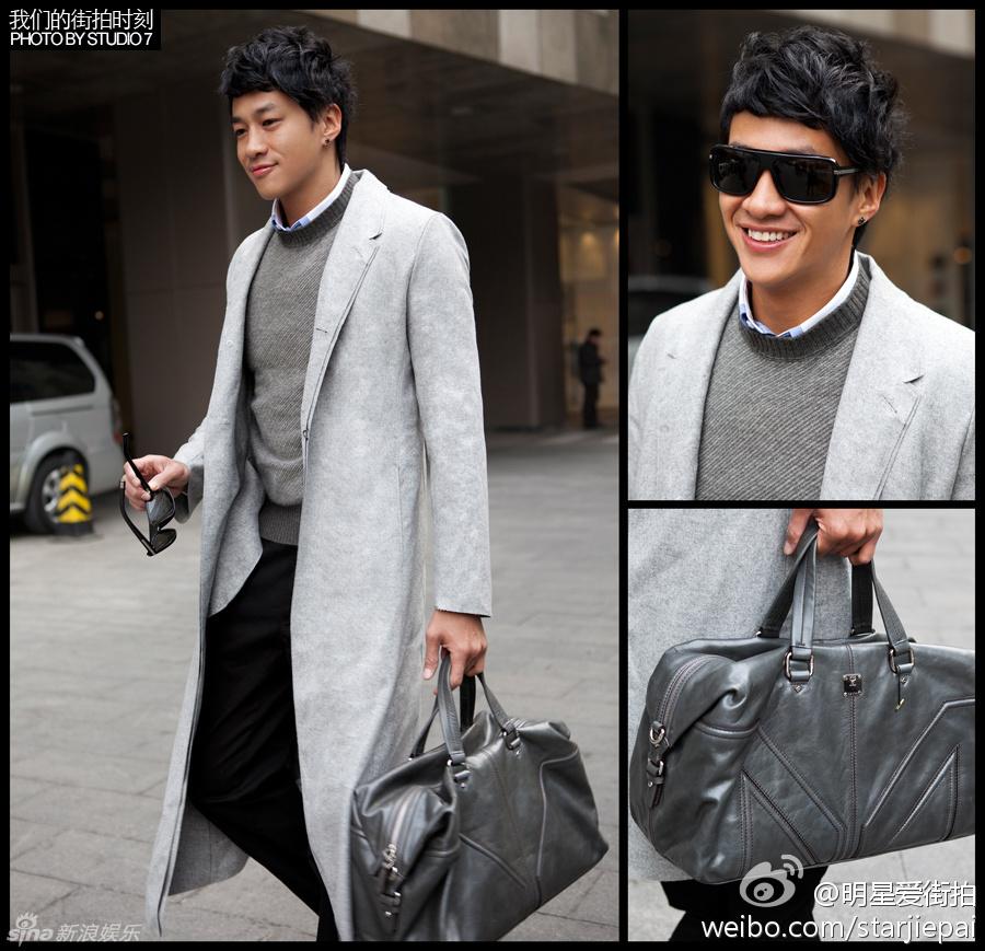 何润东灰色长款大衣+黑色西裤
