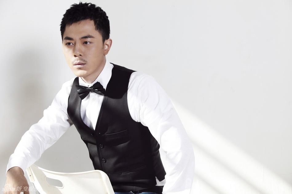 ,一直给人青春阳光的演员党涛展示了他内省秀雅的另一面,并爱上