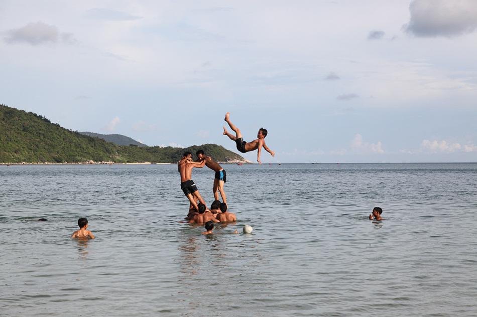 """六大美丽海滩之一,有""""东方夏威夷""""之美誉.会安古镇吸引着外国"""