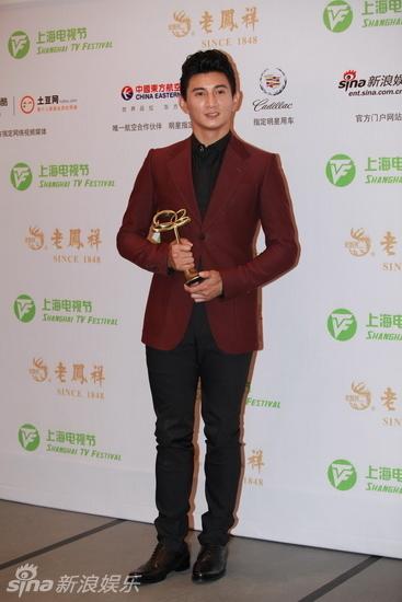8届上海电视节白玉兰奖最具人气男演员奖,兴奋的四爷后台表情丰