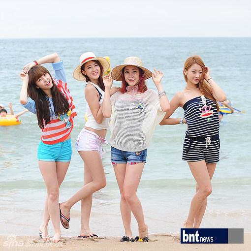 韩团9Muses在某海水浴场录制音乐节目
