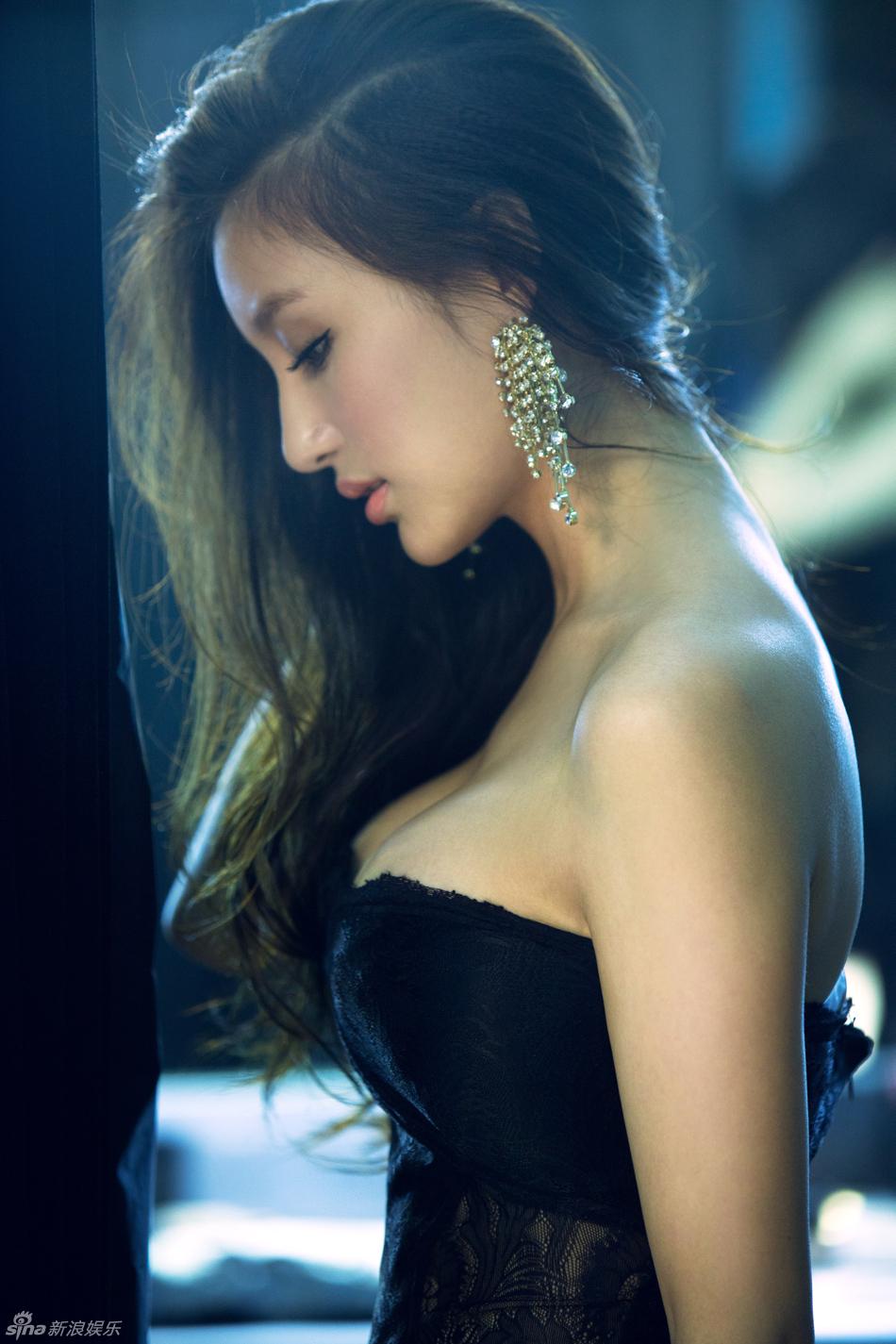 高清图 刘羽琦最新性感写真 半面示人魅惑秀酥胸
