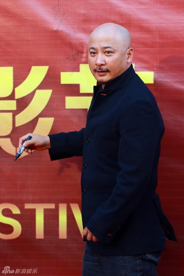 新浪娱乐讯 8月25日第11届长春电影节在吉林长春闭幕.黄...