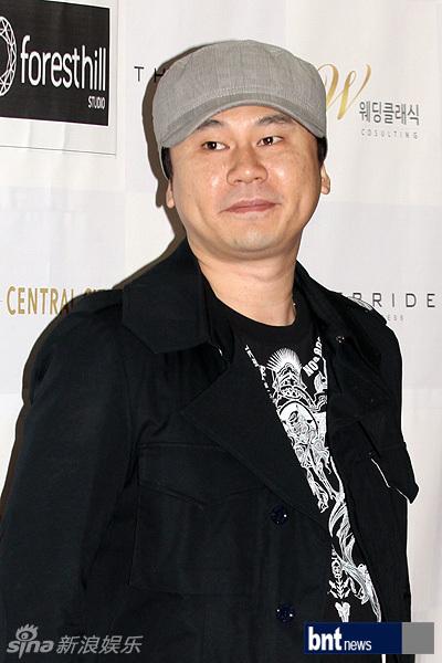 小李juno23岁的朴美莉去年12月生下一女孩.