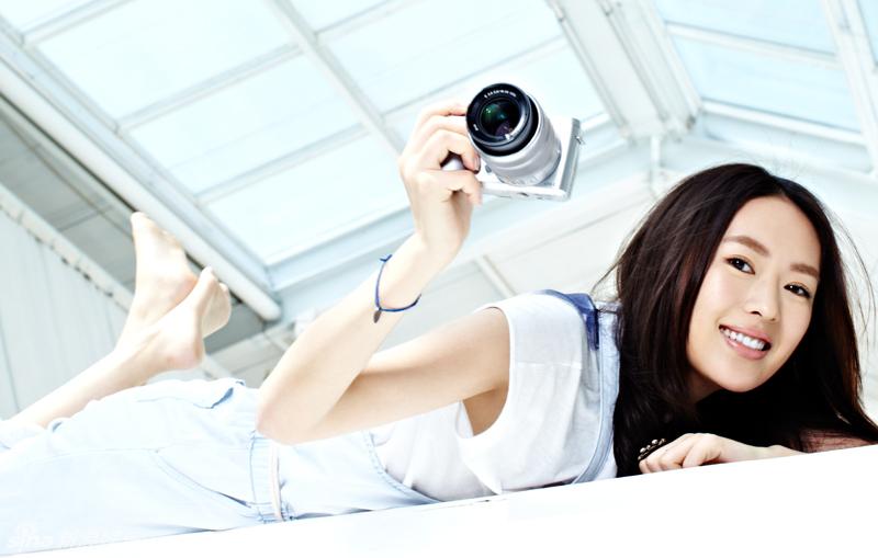 童瑶把玩相机