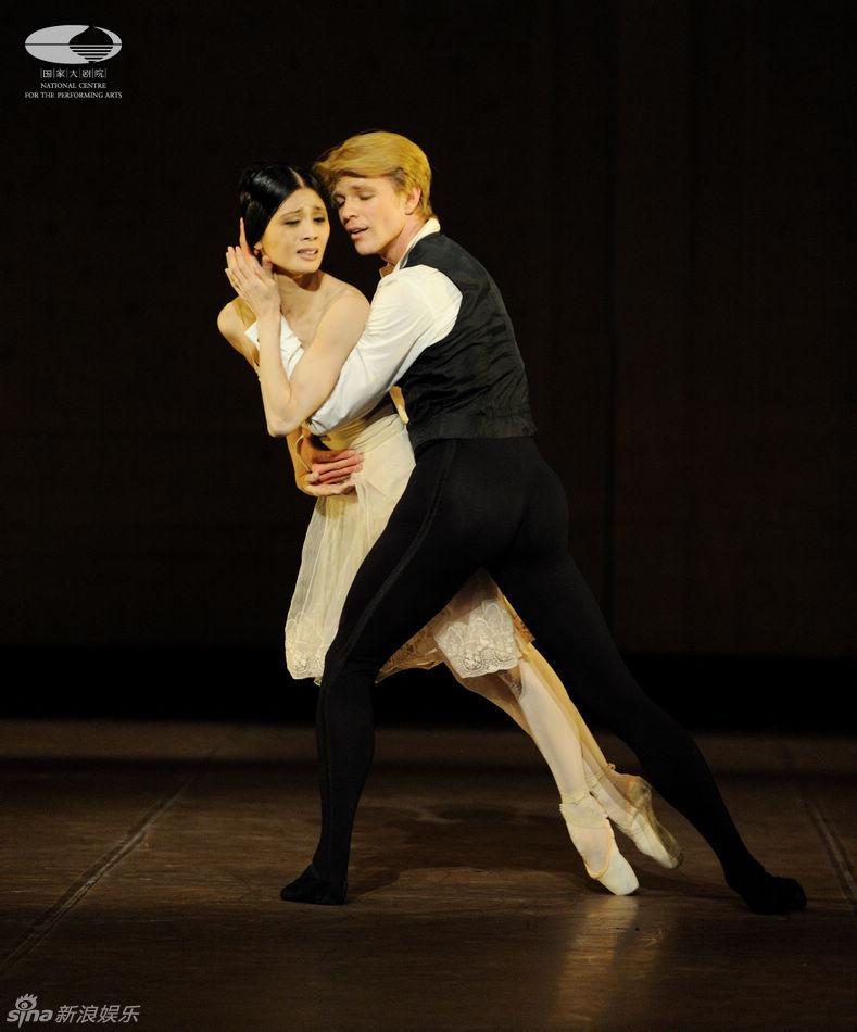 当晚的演出由斯图加特芭蕾舞团的韩籍首席姜秀珍挑梁主演,与其合作