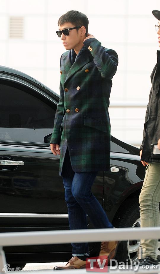 HIGH与偶像男团BigBang为参加2012MAMA颁奖仪式,11月28日亮