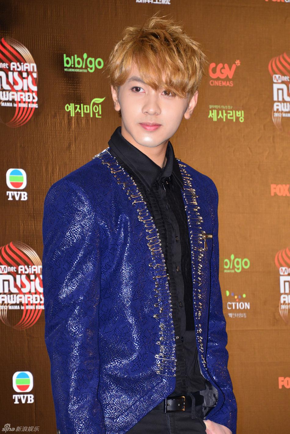 11月30日,2012MAMA颁奖礼在香港举行,歌手EXO、K.will、