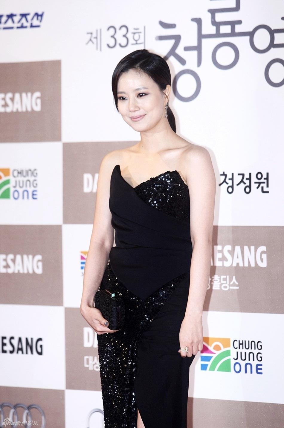 第33届韩国<font color=red>青龙</font>电影奖颁奖礼 <font color=red>红毯</font>实拍众明星