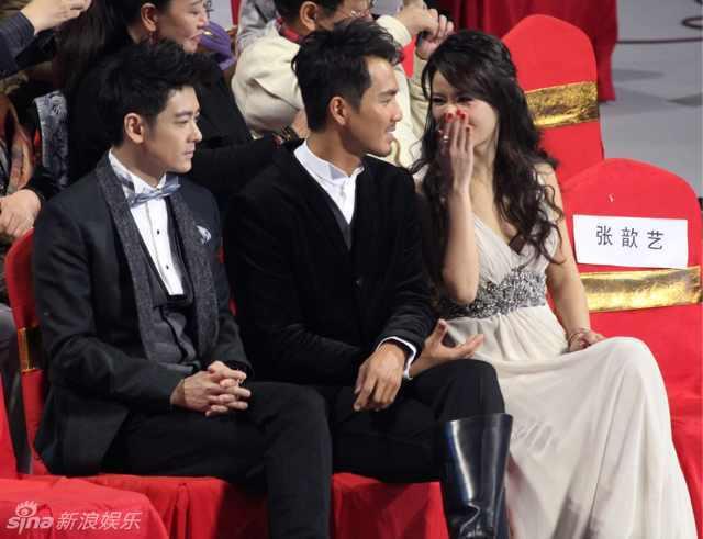 新浪娱乐讯 2012安徽卫视国剧盛典钟汉良、林志颖好兄弟同台.同岁