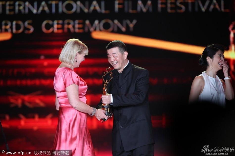 顾长卫杨采妮为《少女洛荷》颁最佳摄影