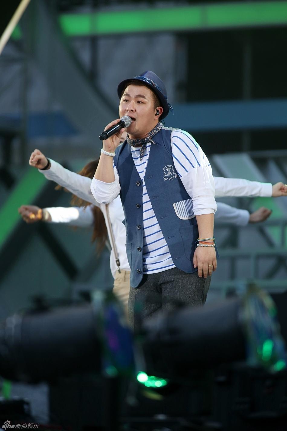 """1日晚,韩国""""2013梦想演唱会""""在首尔世界杯运动场举行.少女时"""