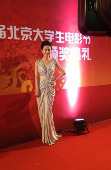 http://www.sinaimg.cn/dy/slidenews/4_img/2013_20/704_966435_377289.jpg