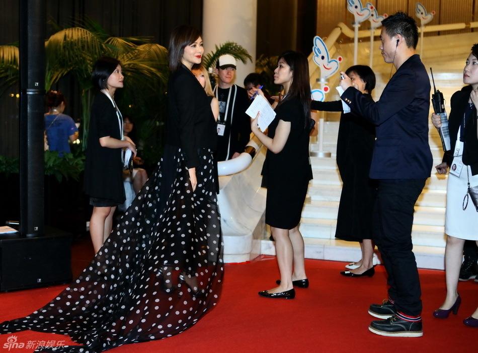 http://www.sinaimg.cn/dy/slidenews/4_img/2013_22/704_982566_159067.jpg