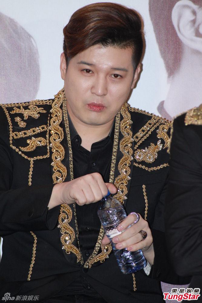 新浪娱乐讯 韩国人气组合Super Junior 在香港举行演唱会记者招待会....