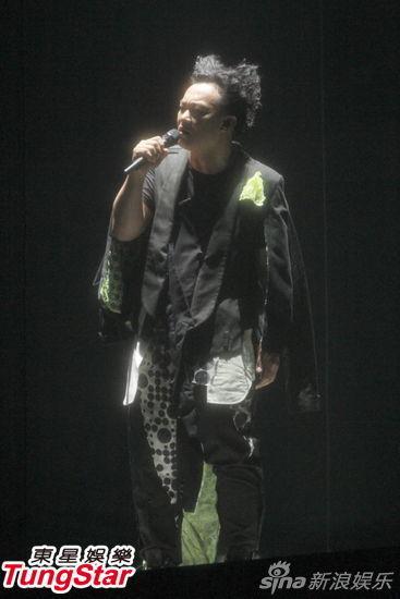 7月6日,陈奕迅(Eason)2013红馆LIFE演唱会首场开唱,以一身奇