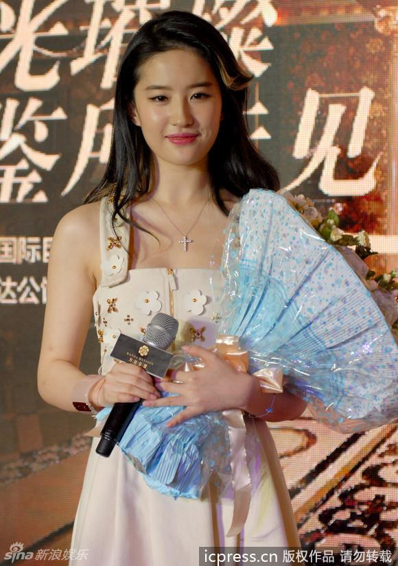 http://www.sinaimg.cn/dy/slidenews/4_img/2013_30/704_1042653_927343.jpg