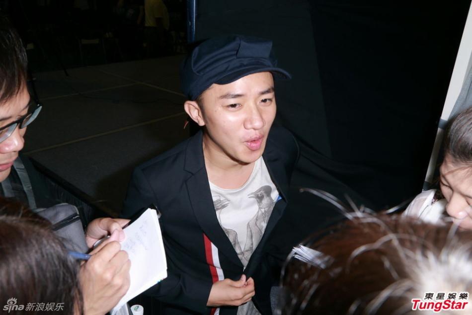 http://www.sinaimg.cn/dy/slidenews/4_img/2013_32/704_1050338_889353.jpg