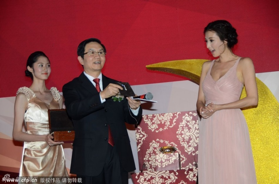 http://www.sinaimg.cn/dy/slidenews/4_img/2013_32/704_1055511_128575.jpg