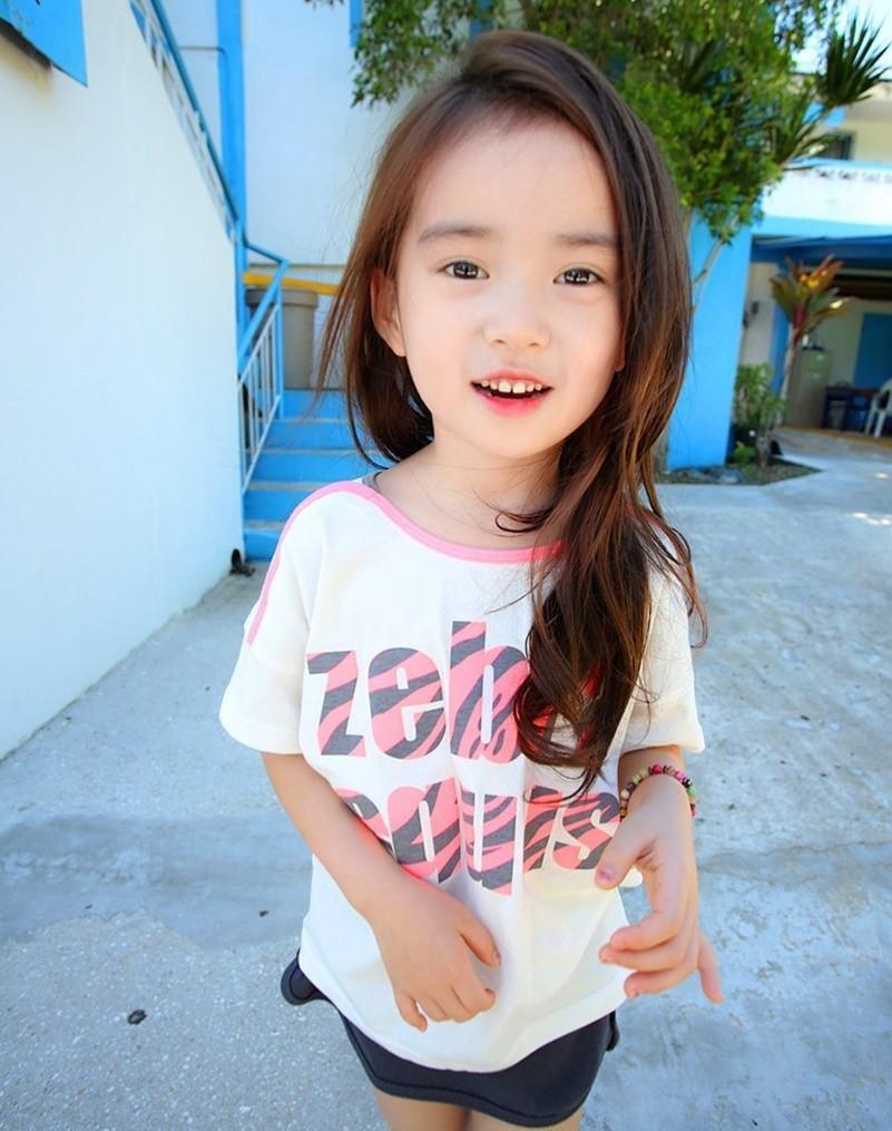 组图:韩6岁萝莉美照走红 大眼水汪汪笑容迷人