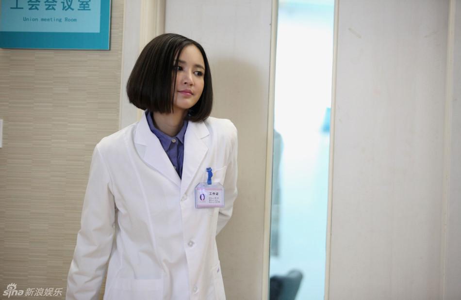 组图:《老公的春天》张歆艺护士造型首曝光