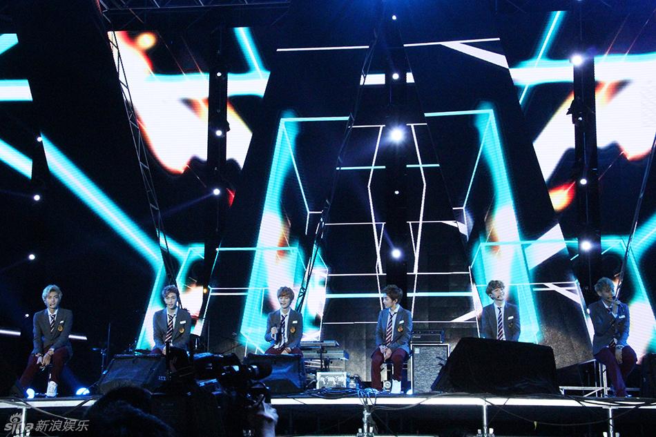 组图 EXO十一空降上海演唱会 粉丝狂欢