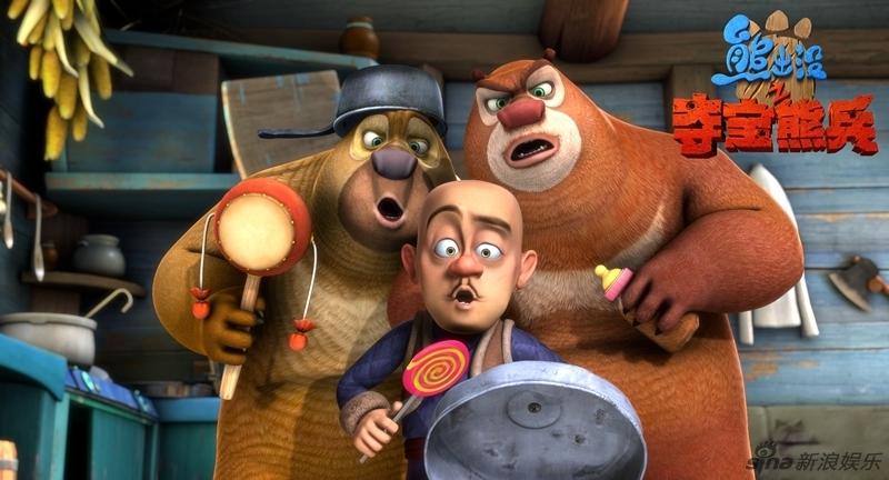 """熊大和熊二则头戴麋鹿角相伴左右,三位主角组成最强护宝联""""萌""""."""