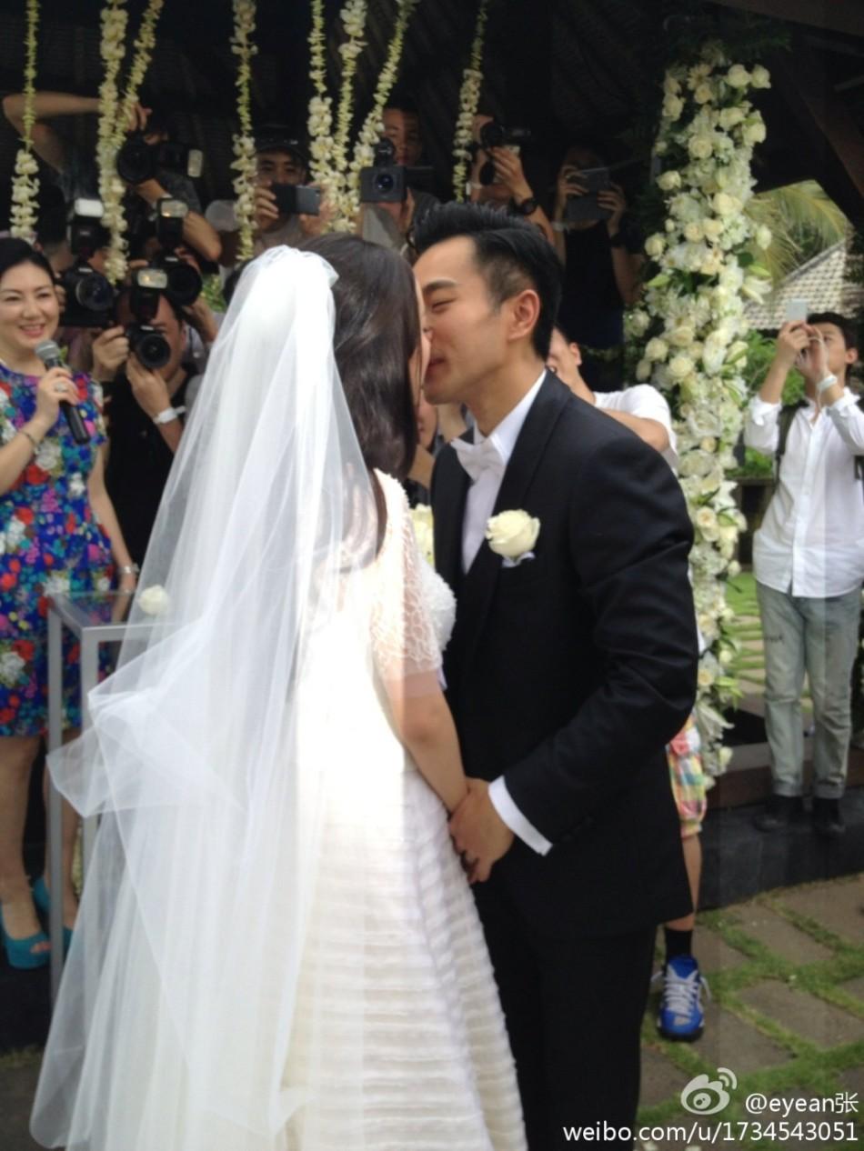 组图 直击杨幂婚礼激动落泪 刘恺威亲吻新娘