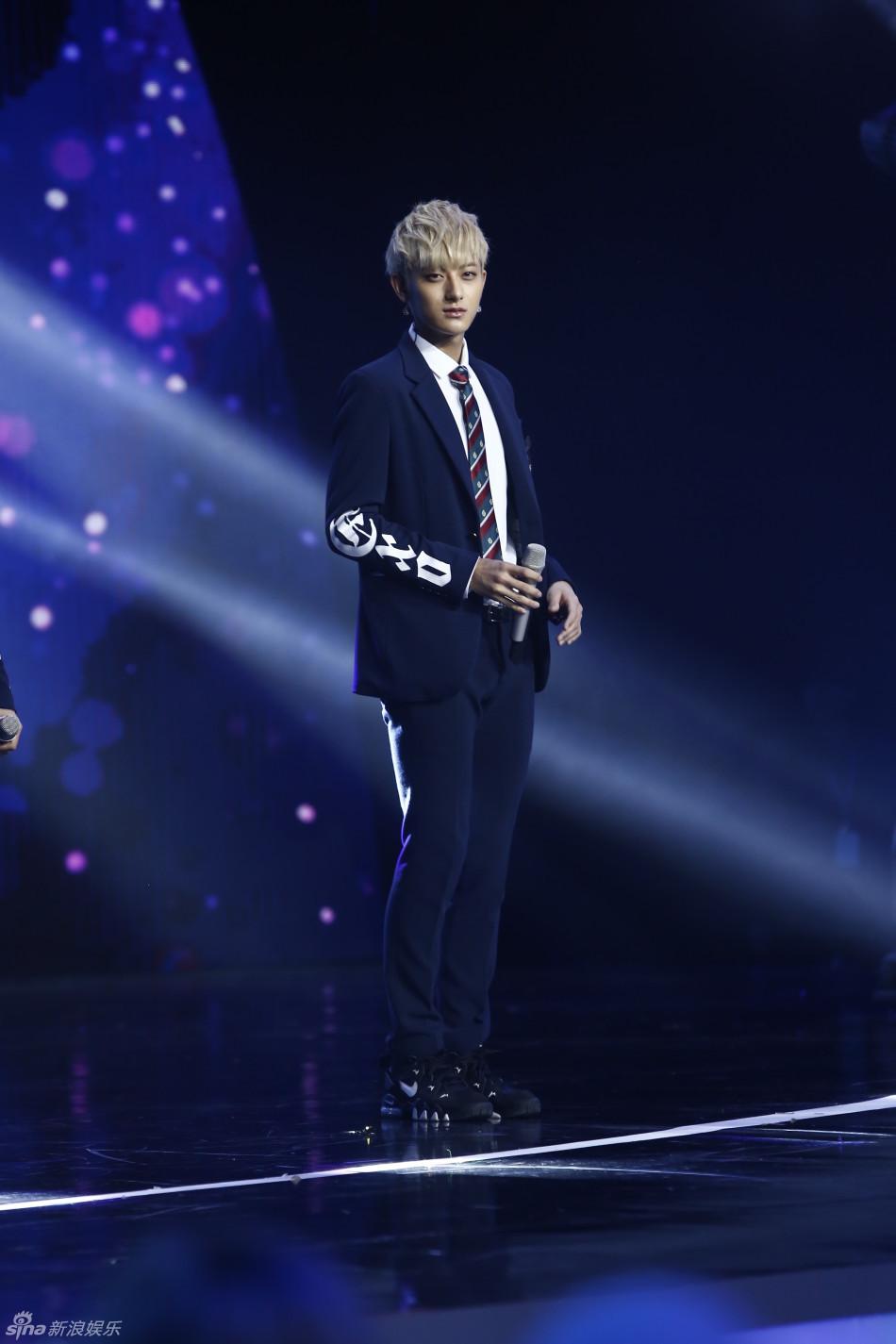 EXO《偏心(Unfair)》现场消音版_蓝TV