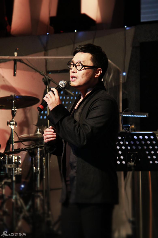 组图 崔子格北京演唱会落幕 造型暗黑叛逆