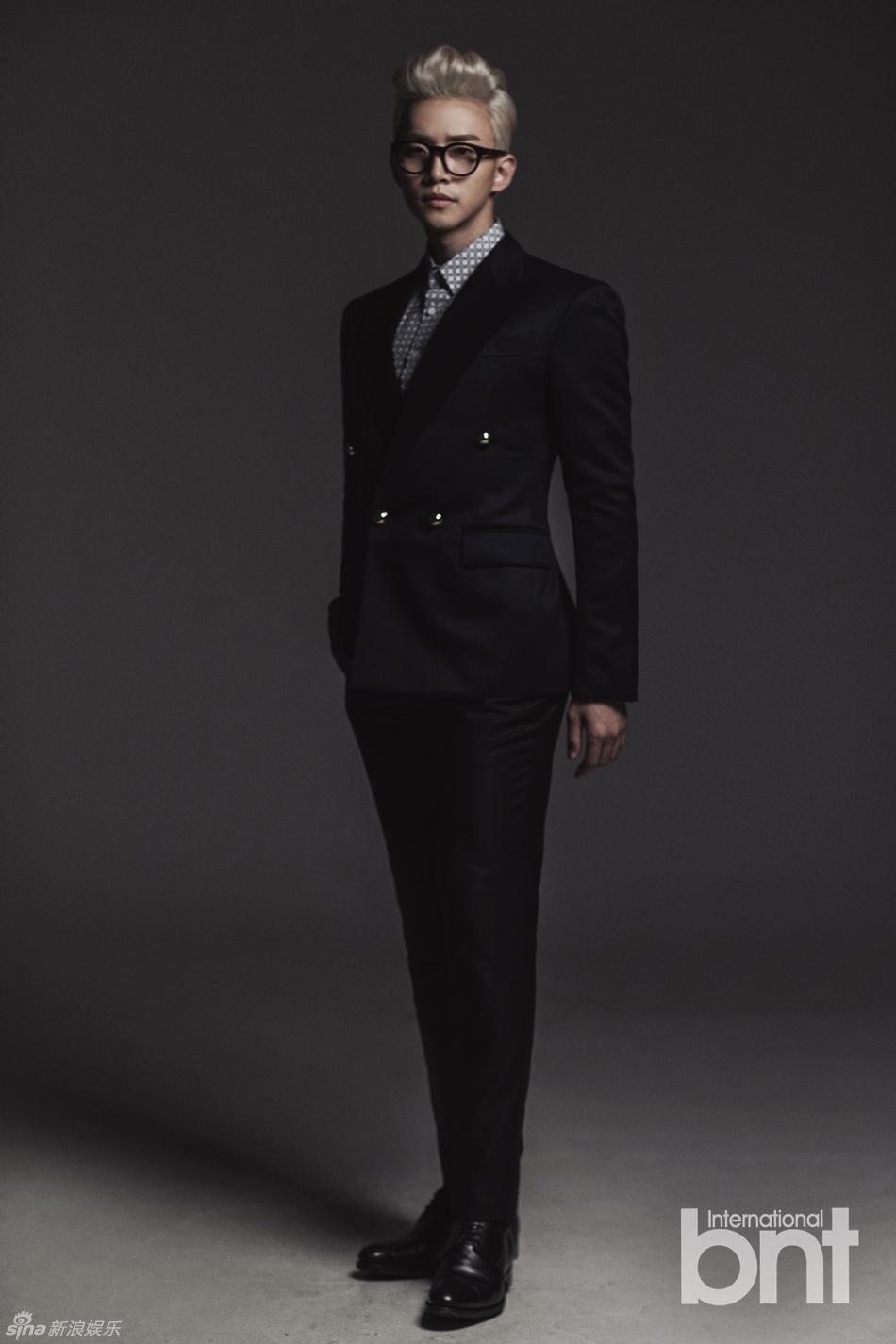 搭配时尚感十足的黑墨镜