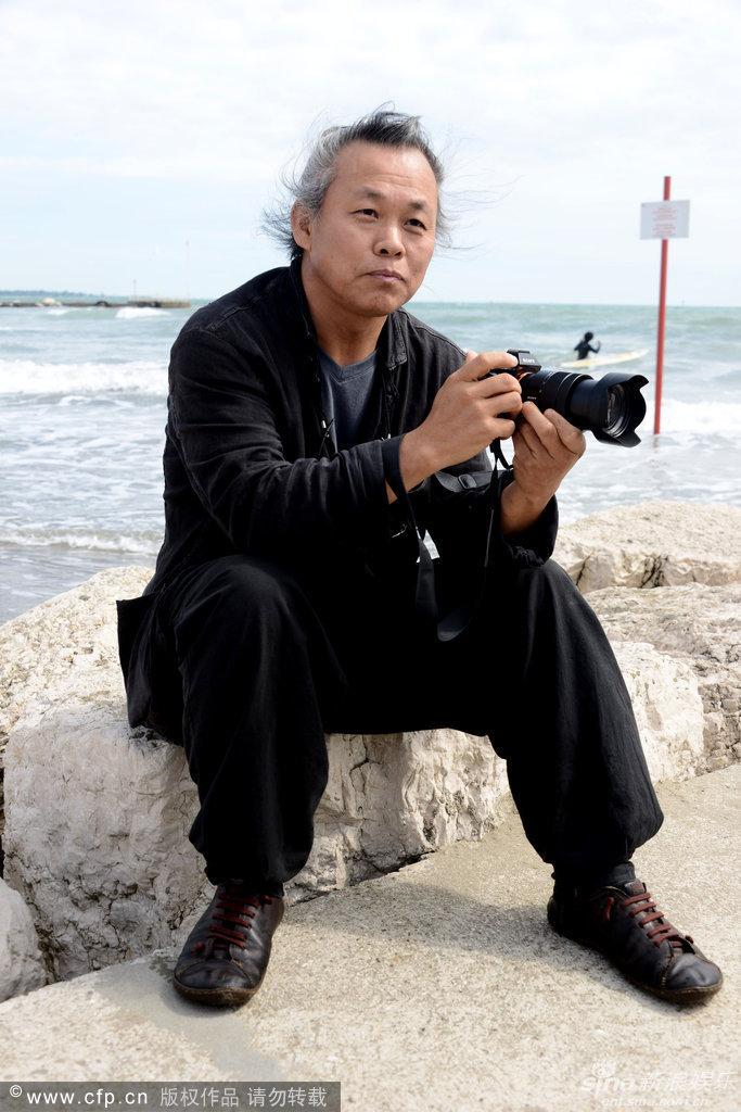 组图:金狮奖韩国导演金基德现身威尼斯海滩
