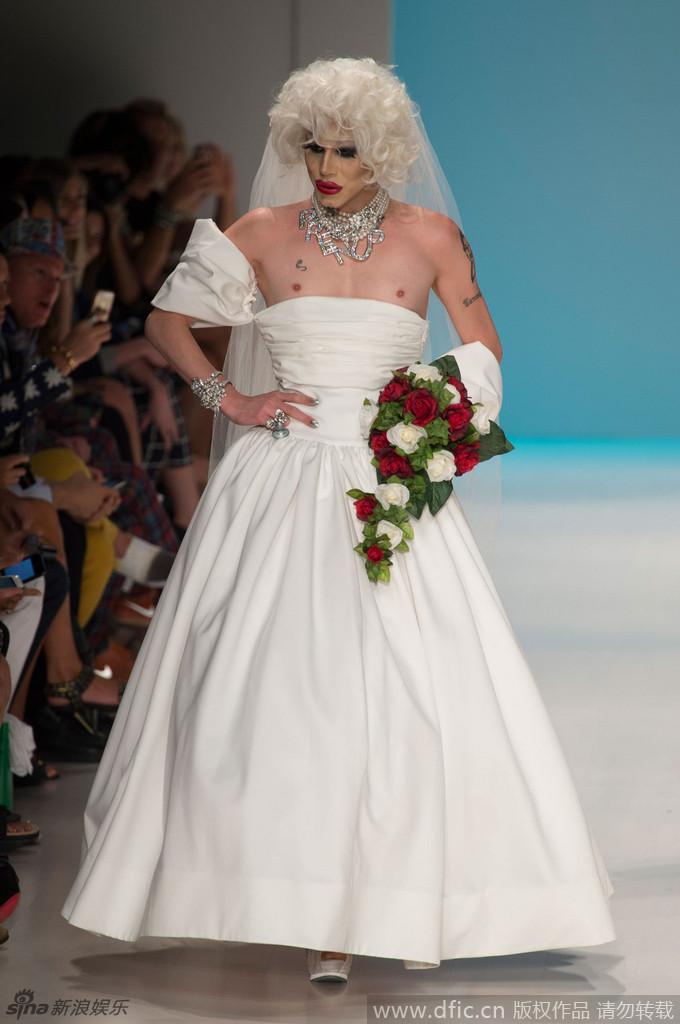组图:同性婚礼惊艳时装周 变性男模披婚纱露点