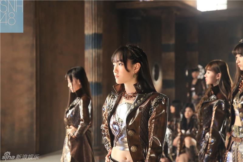 组图:SNH48《呜吒》MV美少女化身斯巴达勇士