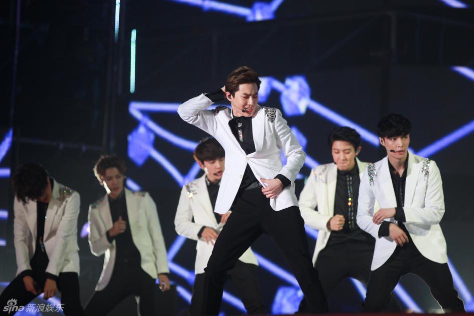 组图:韩国音乐波流行盛典演唱会热力开唱图片