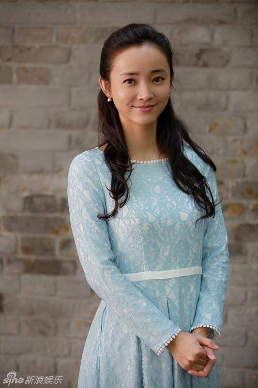 组图 杨梅时尚碰撞古朴 粉蓝长裙素净淡雅图片