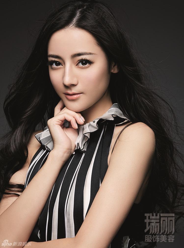 3 / 5 新浪娱乐讯 近日,新生代人气演员迪丽热巴为《瑞丽》杂志拍摄