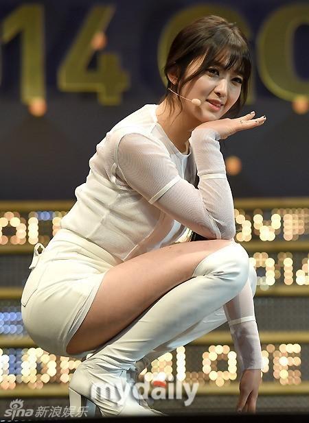组图:韩国女团AOA穿三角裤下蹲撅臀热舞性感美女龟甲图片