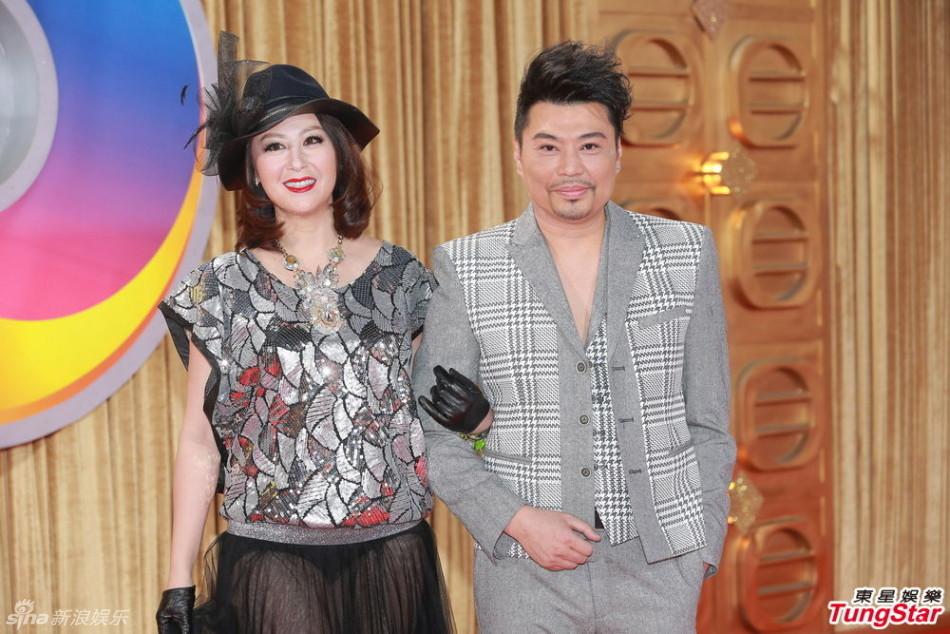 组图:阮兆祥小胡子性感 女伴穿透明黑丝露内裤