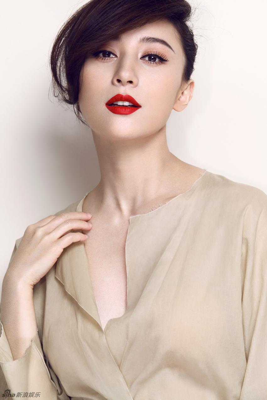 组图 周庭伊全新写真朦胧性感秀红唇
