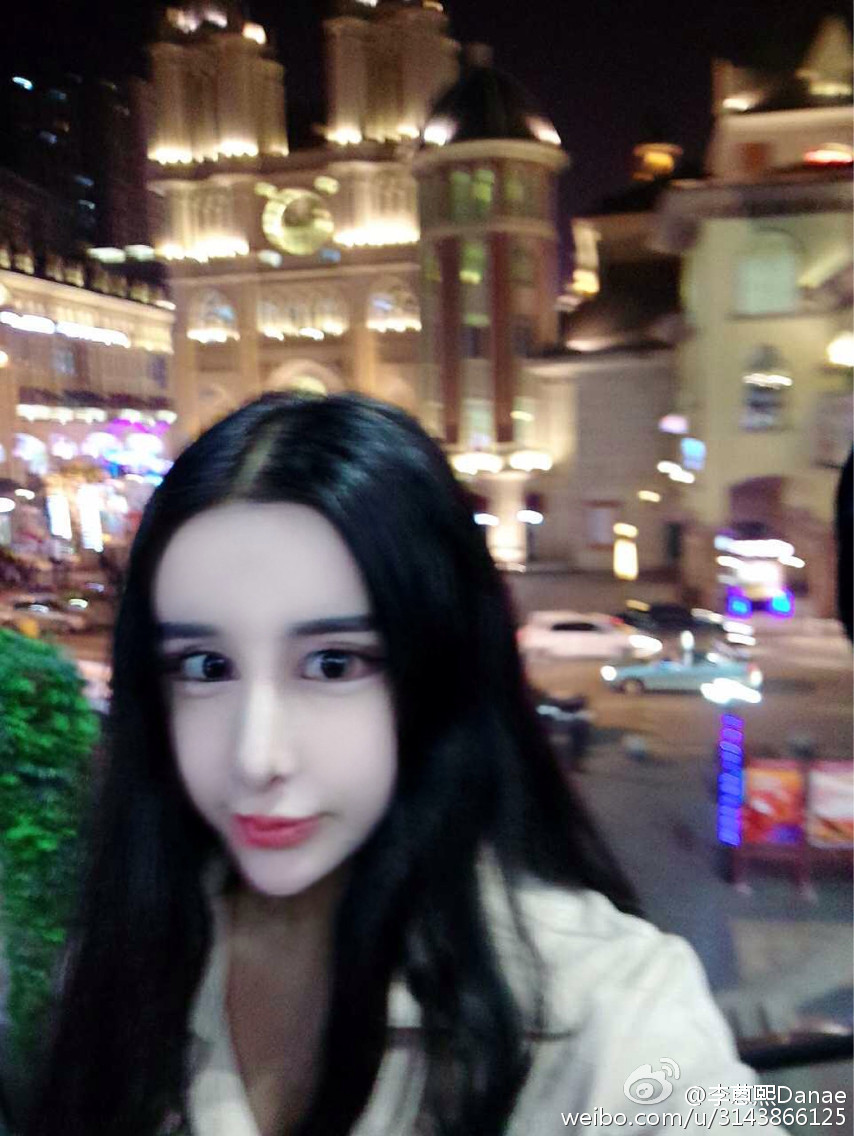组图 16岁网红少女整容成假脸 网友称像猪刚鬣