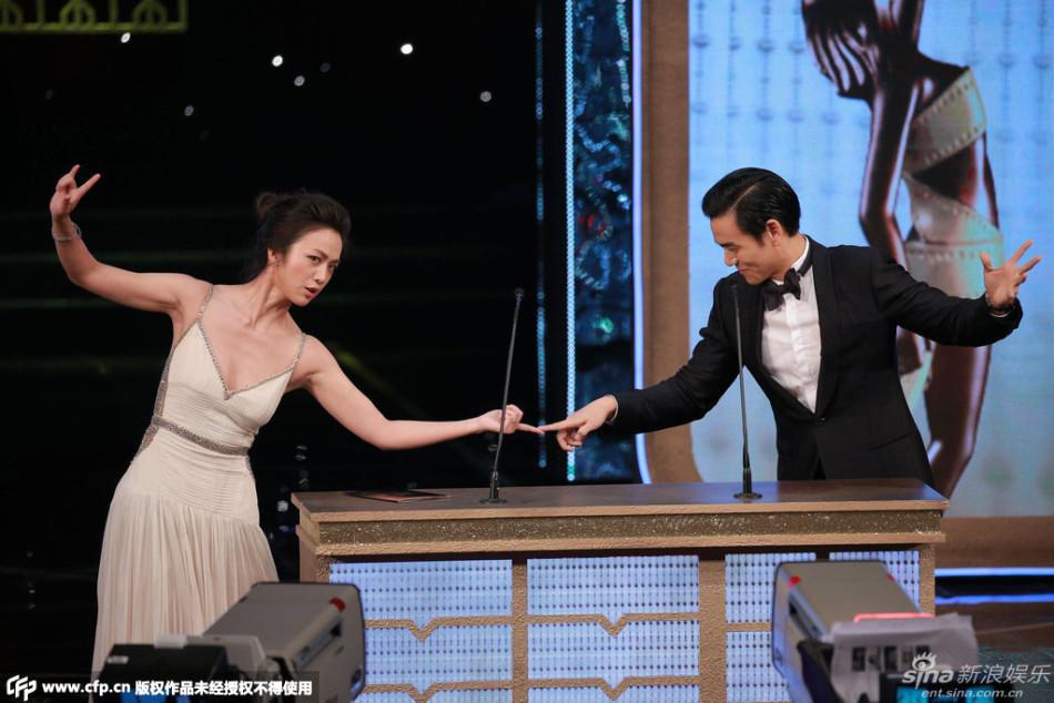 香港电影金像奖颁奖典礼在香港文化中心大剧院举行.图为汤唯吊带