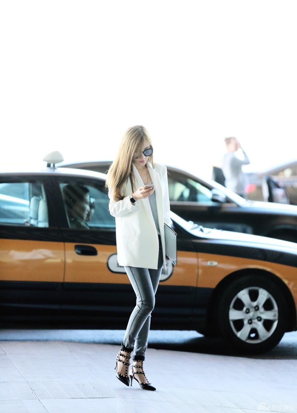 组图 李小璐机场街拍优雅干练靓丽迷人