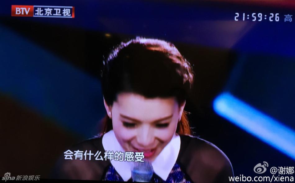 张杰与美女深情对唱拥抱 谢娜在家哭断肠