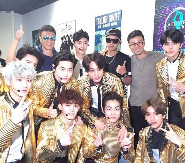 组图 黄渤等助阵EXO个唱 极限帮为张艺兴打气