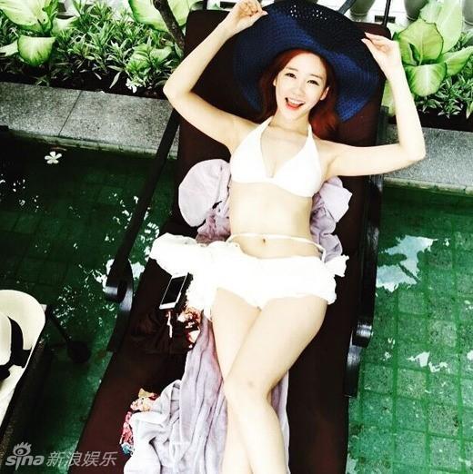 组图:韩国美女主播晒比基尼自拍 傲人上围吸睛