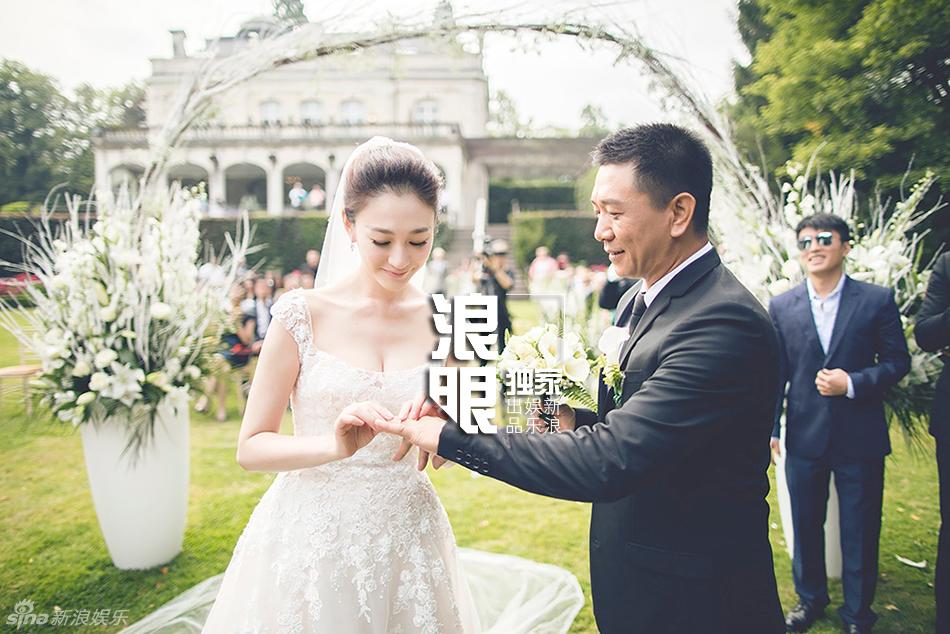 李小冉与老公徐佳宁秘密举行婚礼 婚纱美艳
