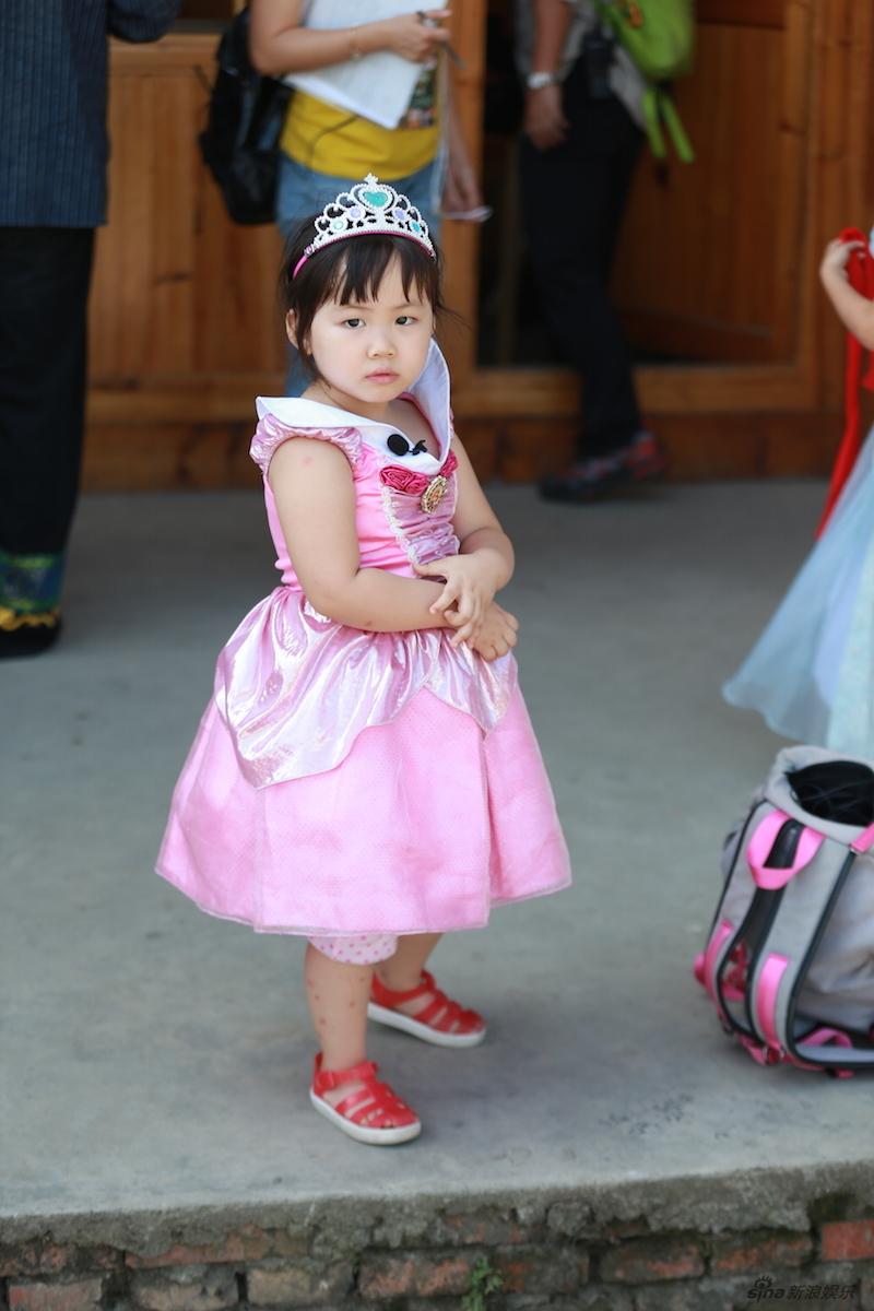 组图 爸3 夏天娜娜穿闺蜜公主装 萌化人心