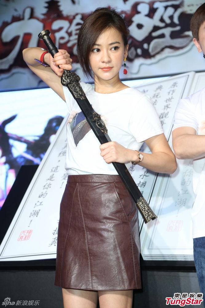 组图:陈意涵化身可爱女侠 持剑扮酷英气逼人_高清图集