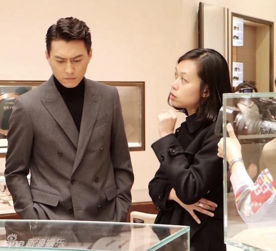 娱乐讯 近日,演员靳东现身成都国际金融中心,受邀出席某品牌展览